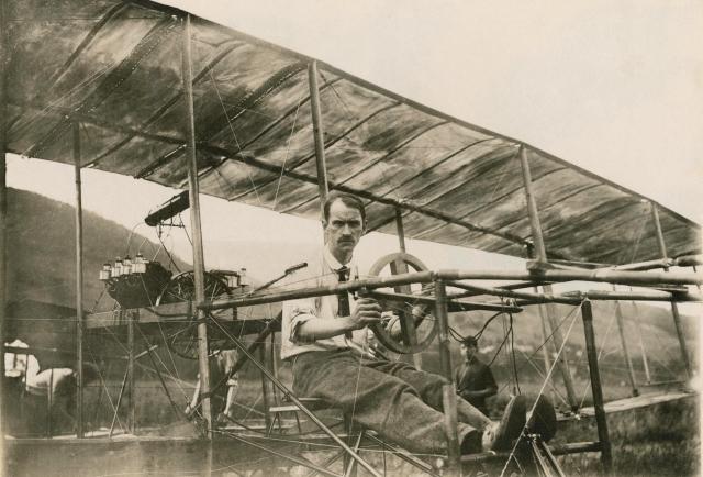 Glenn_Curtiss_in_His_Bi-Plane,_July_4,_1908